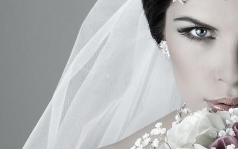 Blanca y radiante va la Novia…..y las demás  también.